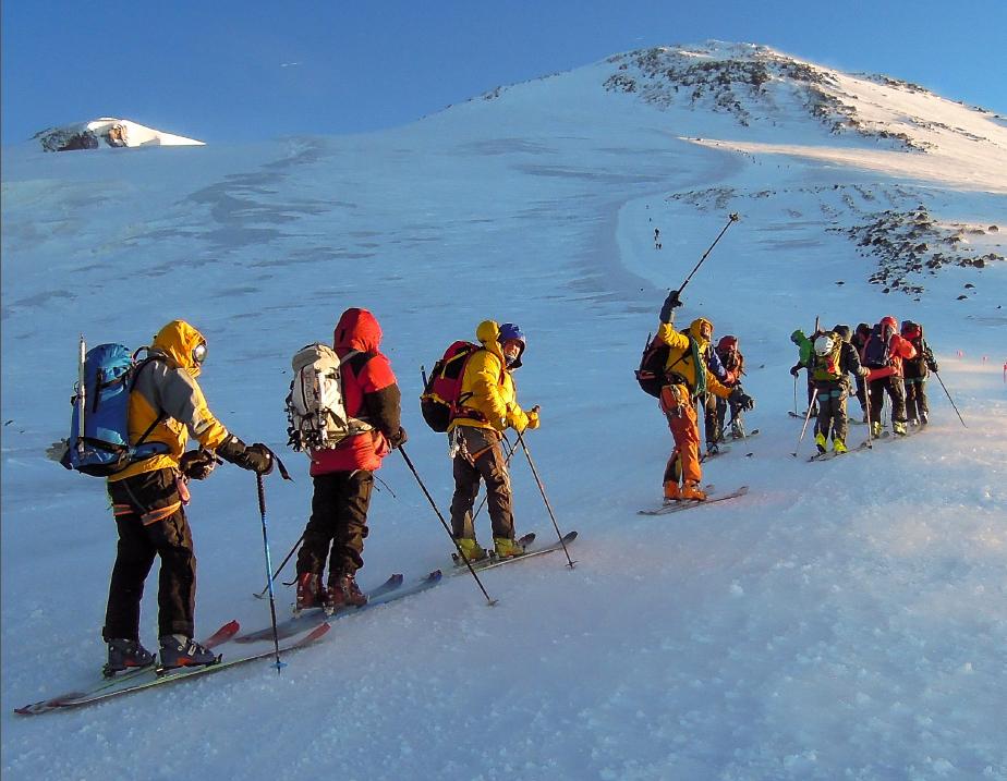 спуск с Эльбруса на лыжах