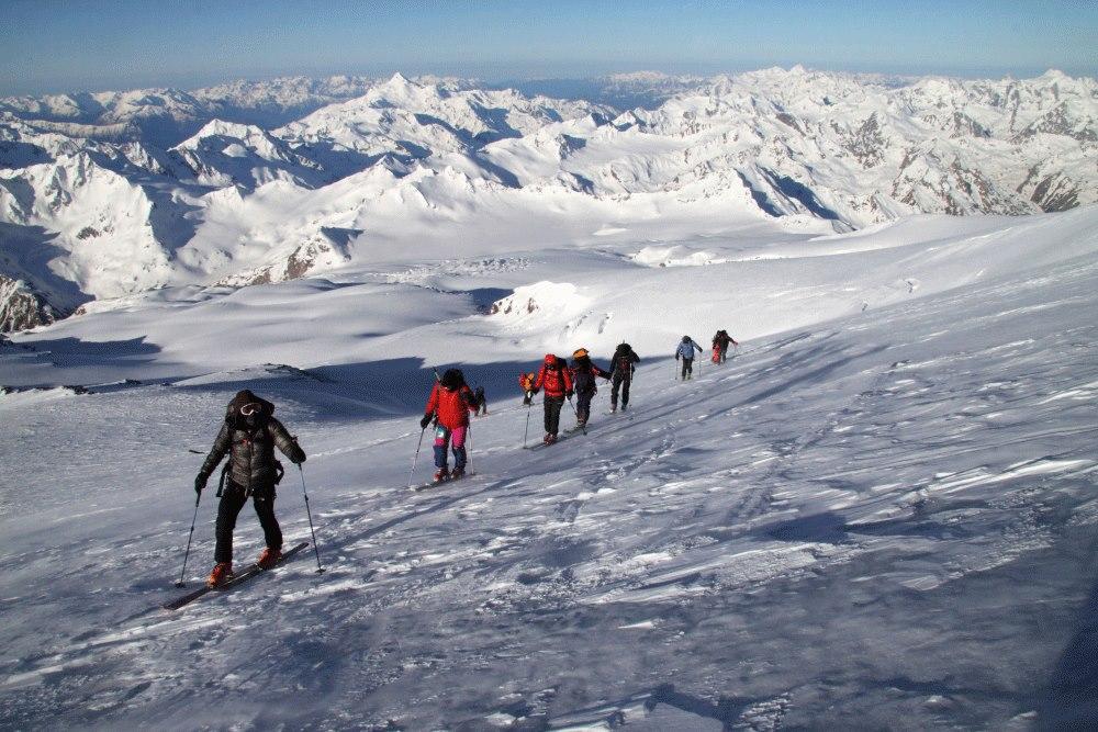 спуск с вершины эльбруса на лыжах